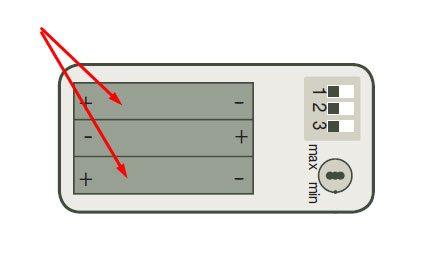 2. Wenn Sie Batterien benutzen, achten Sie bitte auf die korrekte Position.