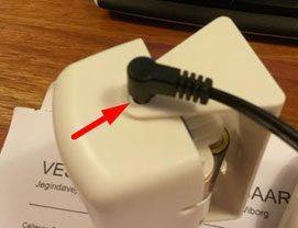 Die Einsteckmöglichkeit für den Stift des Adapters liegt etwas versteckt
